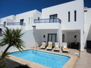 The swimming pool at or near Villas Puerto Rubicon