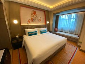 A bed or beds in a room at Chengdu Tibet Hotel