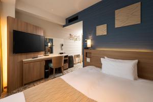 A bed or beds in a room at Shizutetsu Hotel Prezio Tokyo Tamachi