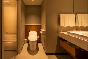 A bathroom at Shizutetsu Hotel Prezio Tokyo Tamachi