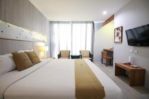 A bed or beds in a room at Sukhothai Treasure Resort & Spa
