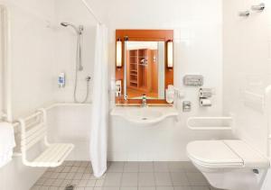 A bathroom at Star Inn Hotel Salzburg Zentrum