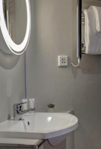 A bathroom at Best Western Station Hotel