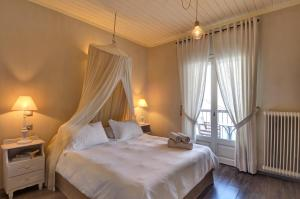 A bed or beds in a room at Agapitos Villas & Guesthouses