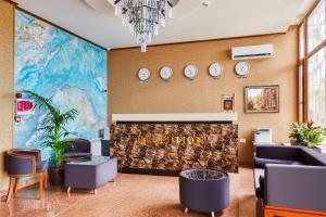 O saguão ou recepção de Alison Hotel