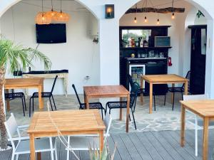 El salón o zona de bar de B&B Cortijo Vista Alora