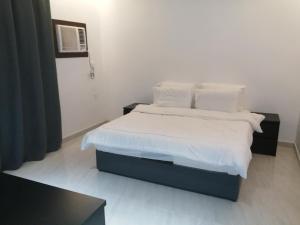 Cama ou camas em um quarto em شاطئ الغروب
