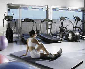 The fitness center and/or fitness facilities at M Hotel Singapore
