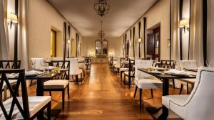 A restaurant or other place to eat at Pousada Palacio de Estoi – Small Luxury Hotels of the World