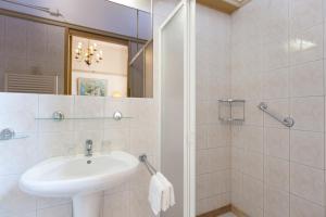Een badkamer bij Hotel Pension 't Huys Grol