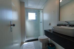 A bathroom at A Furninha Hotel