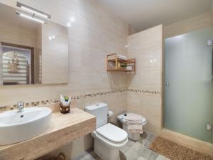 A bathroom at Green Garden Eco Resort & Villas