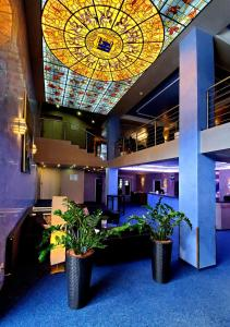 The lobby or reception area at Freizeit-und Tagungshotel Messehof - nahe Hannover