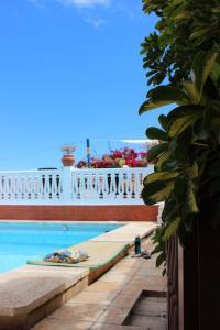 The swimming pool at or near Casa Los Palitos