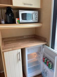 A kitchen or kitchenette at 3 Bedroom Caravan - Thorpe Park Haven in Cleethorpes