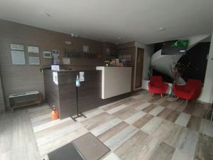 El vestíbulo o zona de recepción de HOTEL MED 70