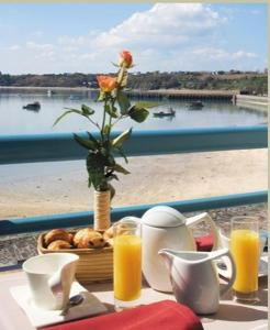 Breakfast options available to guests at La Mere Champlain