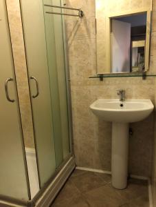 "A bathroom at Отель ""Старая Можайка"""