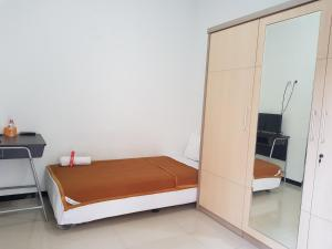 A bed or beds in a room at Villetta House Syariah