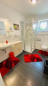 A bathroom at Moderne Wohnung im Rhein-Main-Gebiet