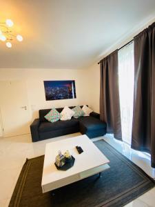 A bed or beds in a room at Moderne Wohnung im Rhein-Main-Gebiet