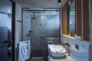 Łazienka w obiekcie Chania Flair Deluxe Boutique Hotel - Adults Only