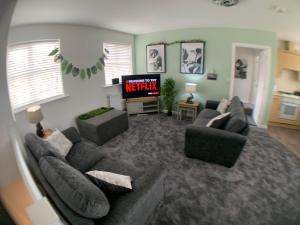 A seating area at Stylish apartment with countryside views, sleeps 5, FREE Off road parking, Netflix TVs