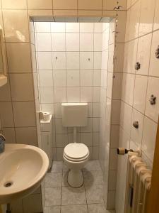 A bathroom at Zimmervermietung Lösken