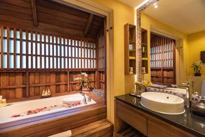 A bathroom at Buri Rasa Village