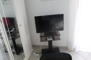 A television and/or entertainment centre at Villa Verde