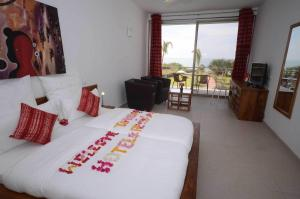 A bed or beds in a room at Leo's Beach Hotel - Adults Only