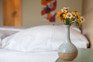 Ein Bett oder Betten in einem Zimmer der Unterkunft Hotel Garni Brigitte
