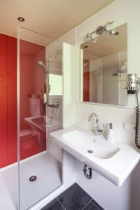 Ein Badezimmer in der Unterkunft Hotel Garni Brigitte