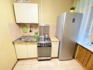 A kitchen or kitchenette at Apartment Ibragimova 25