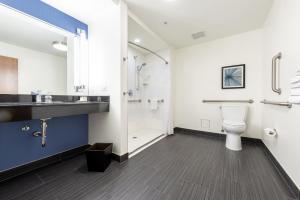 A bathroom at Godfrey Hotel Chicago