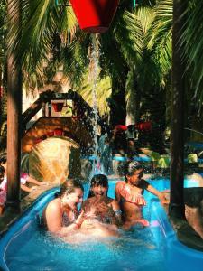 Het zwembad bij of vlak bij Camping & Resort La Torre del Sol