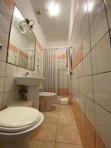A bathroom at Hotel Il Papavero