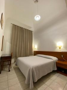 A bed or beds in a room at Hotel Il Papavero