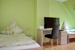 Кровать или кровати в номере Gasthaus Schadde