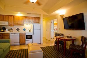 A kitchen or kitchenette at Grand Beach Resort By Diamond Resorts