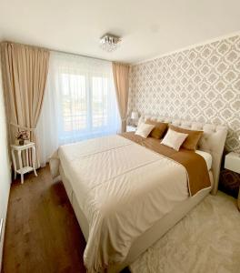 A bed or beds in a room at Die Oase - Luxurious Apartment near the City Center