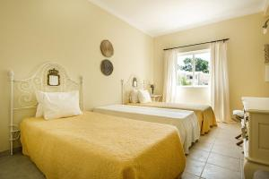 A bed or beds in a room at Villa Sunset