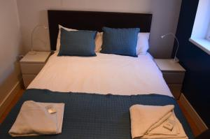 A bed or beds in a room at Bell Gate House