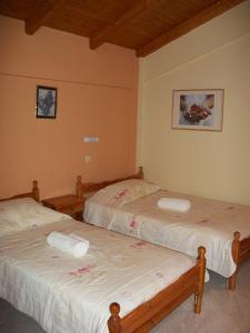 Ένα ή περισσότερα κρεβάτια σε δωμάτιο στο Ραμόνα