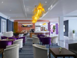 A restaurant or other place to eat at Radisson BLU Hotel Dublin Airport