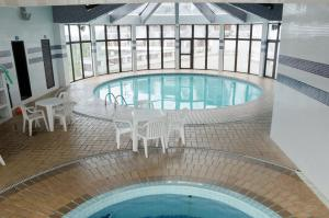 The swimming pool at or near Home Green Home