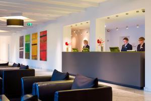 The lobby or reception area at Park Inn by Radisson Lübeck