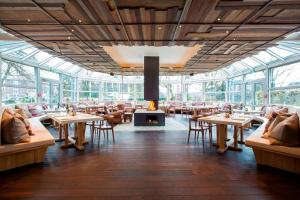 A restaurant or other place to eat at Park Inn by Radisson Lübeck