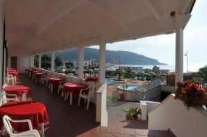 A restaurant or other place to eat at Morcavallo Hotel & Wellness