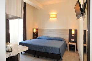 A bed or beds in a room at Morcavallo Hotel & Wellness